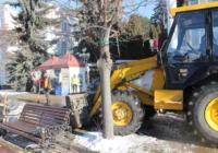 Коммунальщики готовят Курортный бульвар к новогодним праздникам