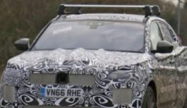 Фотошпионы рассекретили кроссовер Jaguar E-Pace