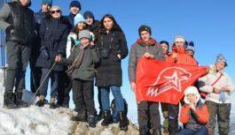 Кисловодские кадеты развернули на вершине горы Бештау флаг «Юнармии»