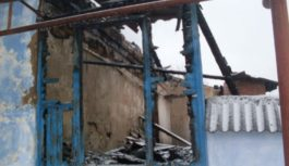 Пожарные потушили дом неблагополучной семьи