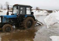 Пьяный мужчина угнал трактор и потерял его в реке