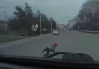 Ребенок выпал из машины на дорогу в Ессентуках