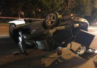 В центре Кисловодска перевернулся автомобиль. Есть пострадавшие