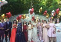 Выпускникам устроили настоящий королевский выпускной бал