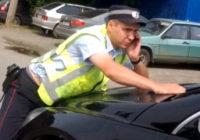 Водитель иномарки наехал на полицейского на пешеходном переходе