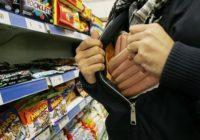 В Кисловодске мужчина пытался вынести из магазина продукты