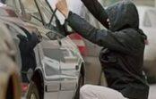 В гаражном кооперативе из автомобилей крали ценные вещи
