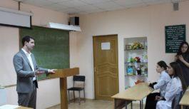 Студенты кисловодского медколледжа пообщались с депутатом