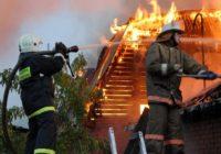 В Кисловодске пожарные потушили горящую постройку