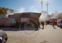 В Кисловодске загорелась крыша магазина