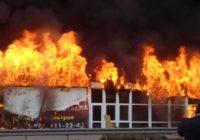 На рынке Лира горит магазин автозапчастей