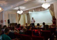 Сотрудники Госавтоинспекции провели беседу с детьми.