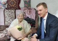 Долгожительниц Ессентуков поздравил с праздником глава города