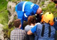 Кисловодские спасатели эвакуировали упавшую со скалы женщину