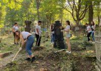 За порядок на кладбище Пятигорска теперь отвечает молодежь