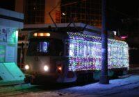 По улицам Пятигорска начал курсировать Новогодний трамвай