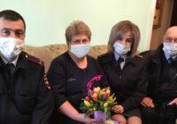 Сотрудники полиции поздравили ветеранов МВД с Днем 8 марта