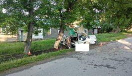 В Пятигорске водитель шестерки погиб, врезавшись вдерево